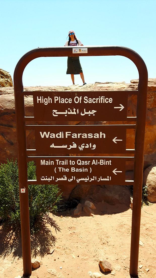 Sigue las indicaciones para llegar al Wadi Farasa, merece la pena.
