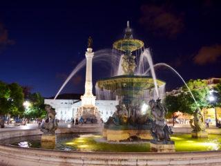 Plaza del Rossio, Lisboa, por la noche.