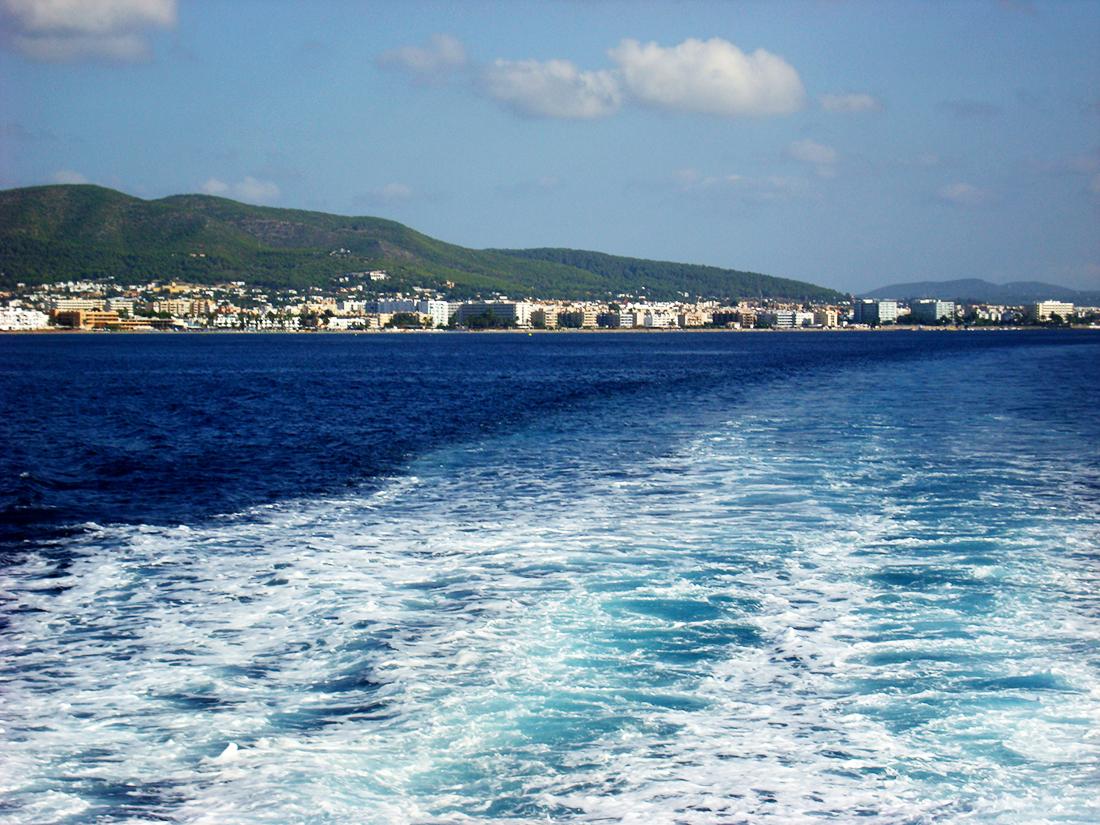 Barco hacia Formentera