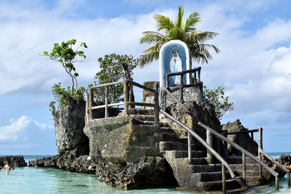 Virgen Lourdes en el mar
