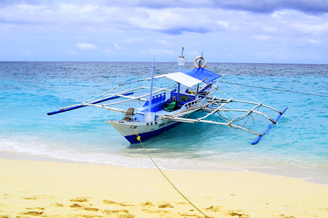 Bangka en Puka Beach, Boracay