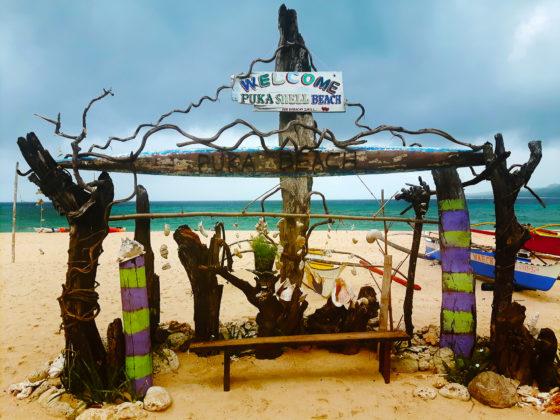 Entrada a la playa Puka Beach en Boracay
