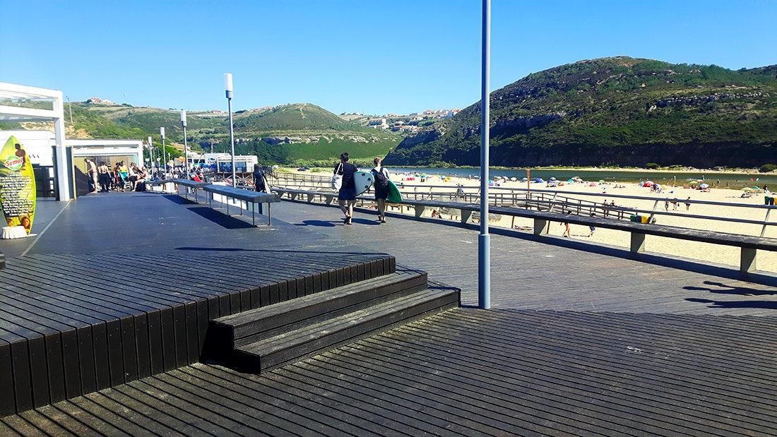 El pequeño paseo de Foz de Lisandro con el río al fondo