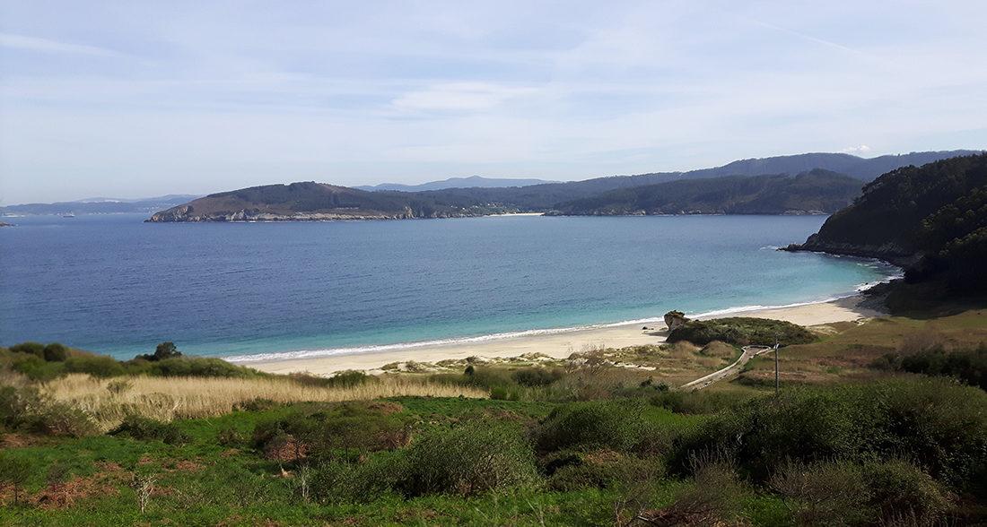 Las playas cerca del banco y de Estaca de Bares son muy bonitas
