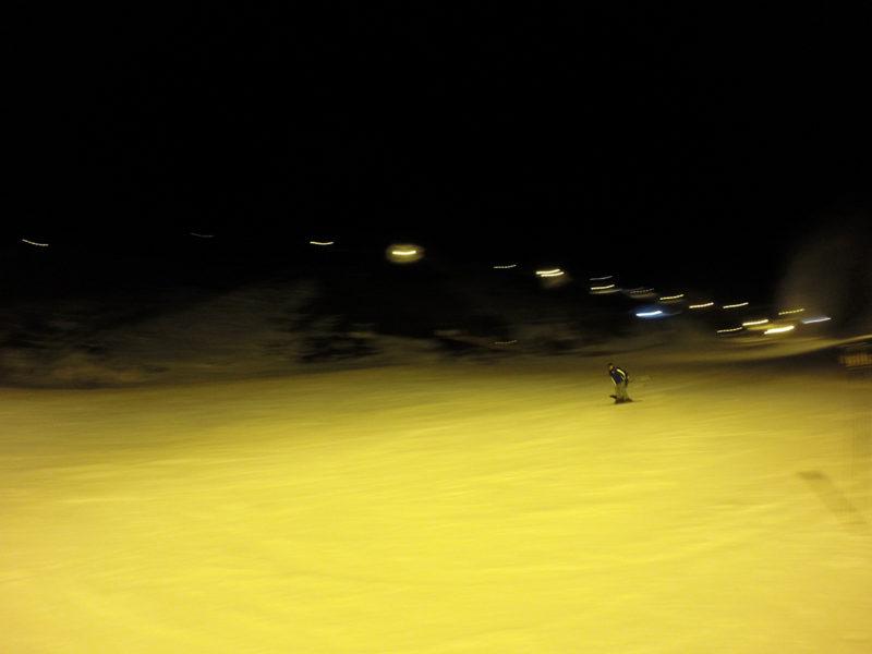 Descenso nocturno por la pista del Rio Sierra Nevada