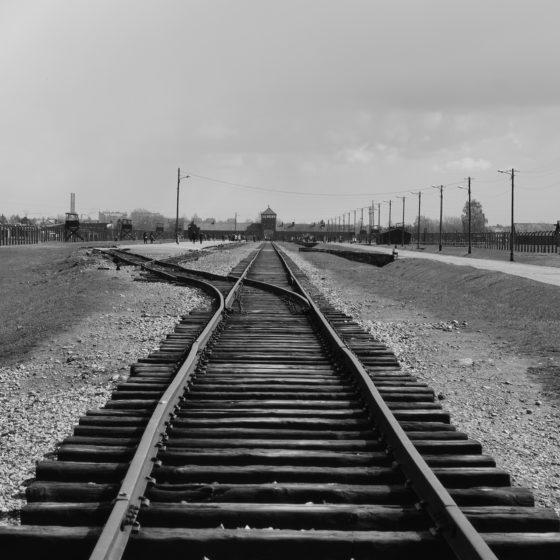 Vía de tren en Auschwitz