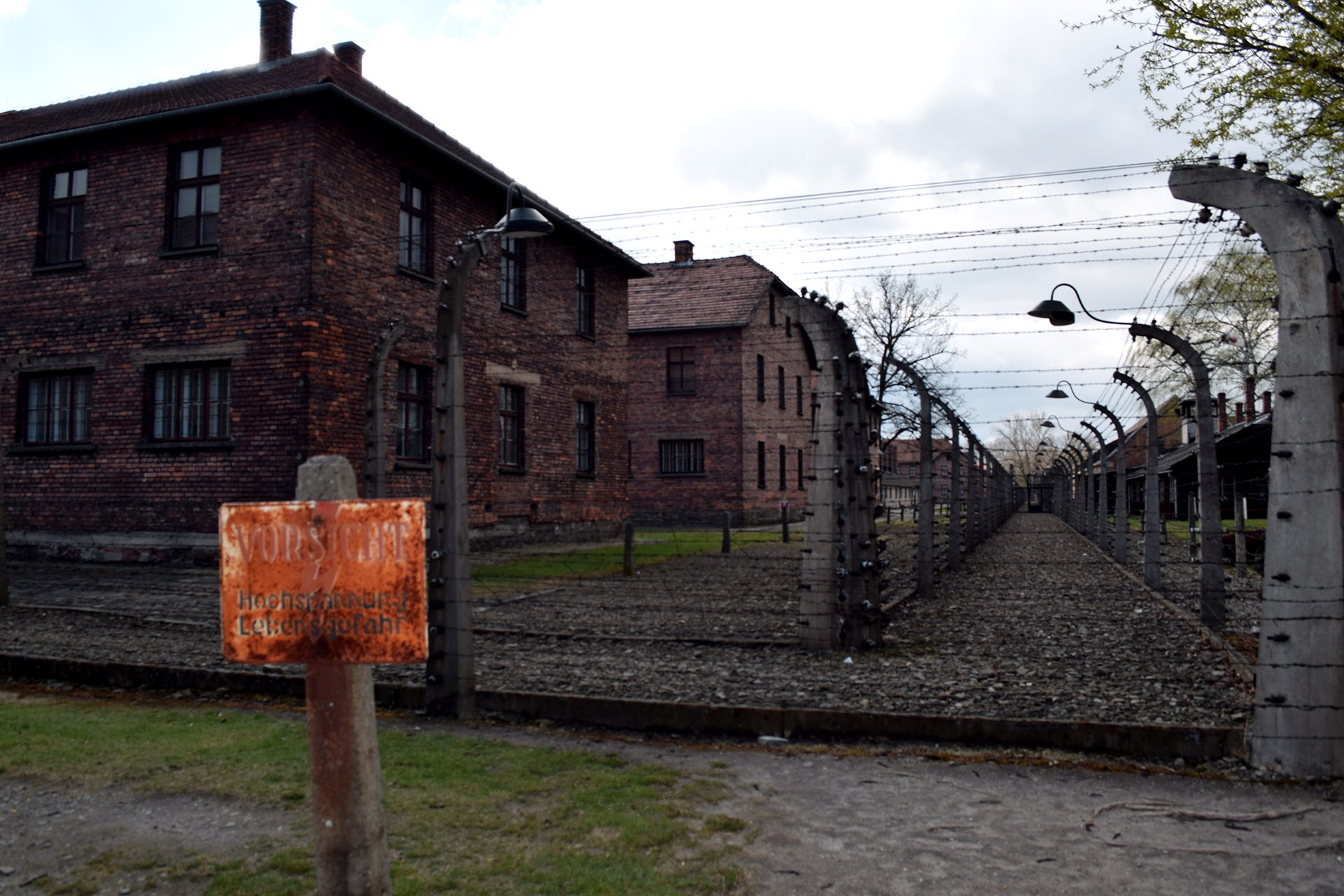 Vallas rodeando Auschwitz