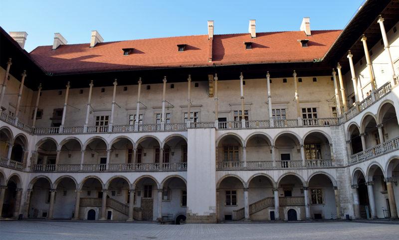 Patio interior del Castillo de Wawel en Cracovia
