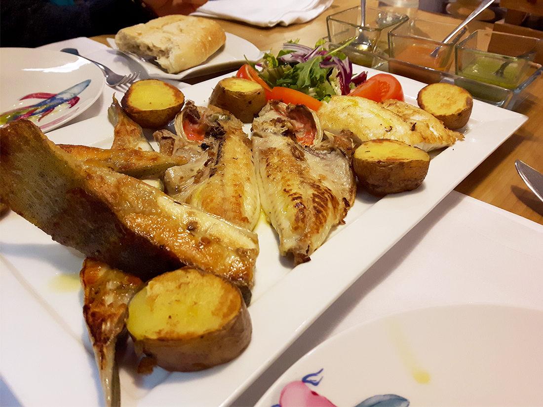 La parrillada de pescados por unos 40 euros no está nada mal.