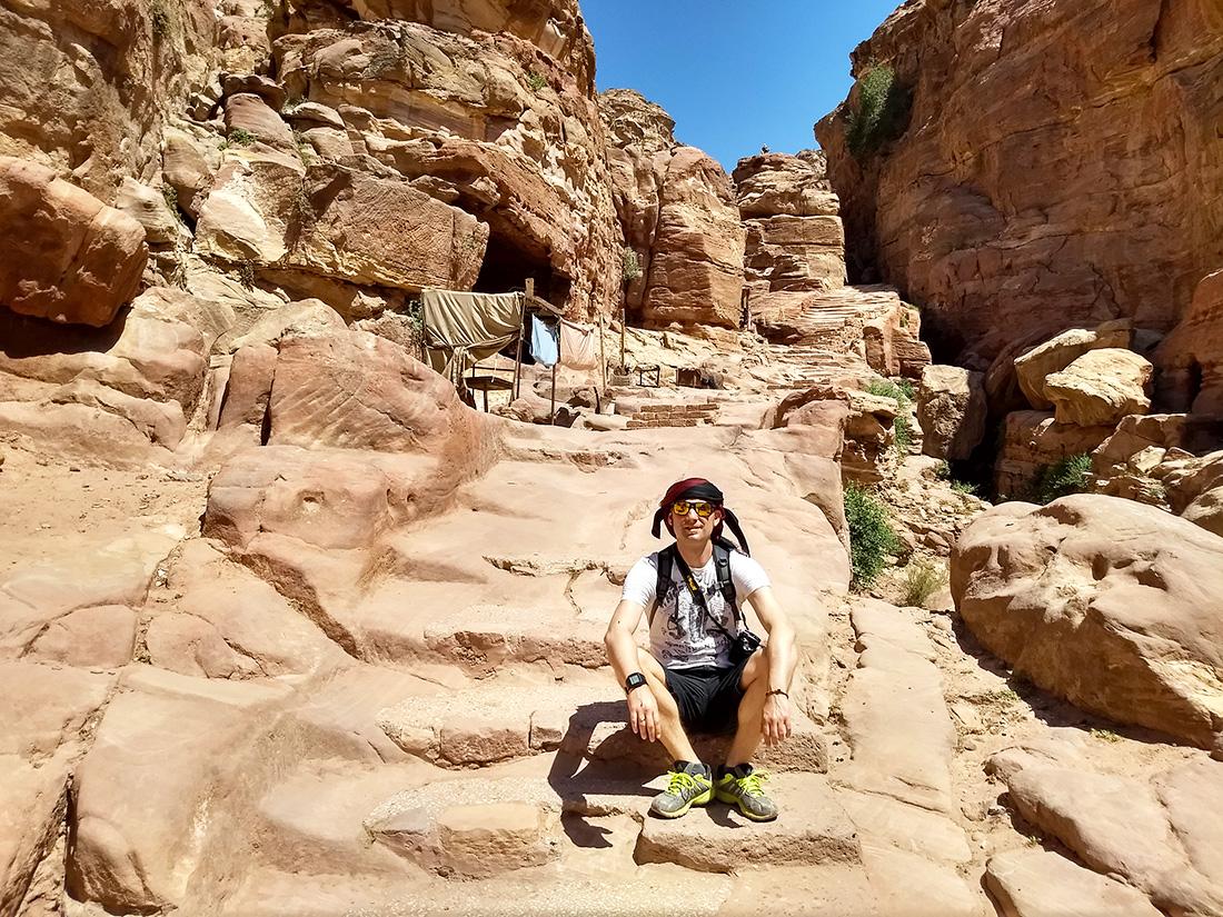 En Petra hay que subir escaleras. Ver todo en un día, según el estado de forma, puede resultar un tanto cansado.