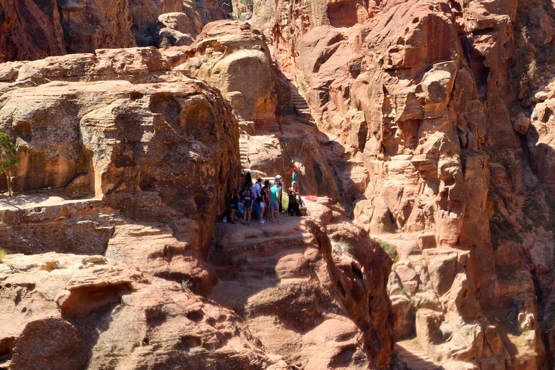 Acumulacion de gente en mirador del Tesoro Petra