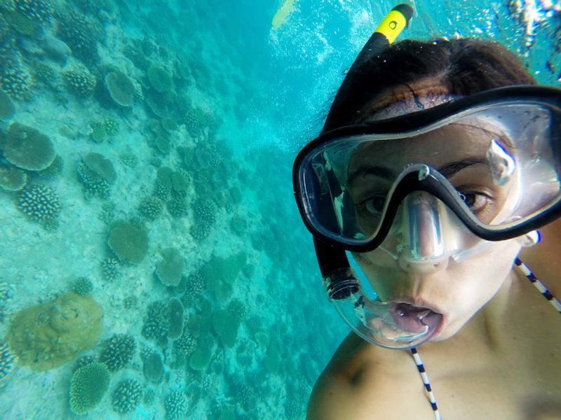 Snorkel en el atolón Norte de Malé, Maldivas