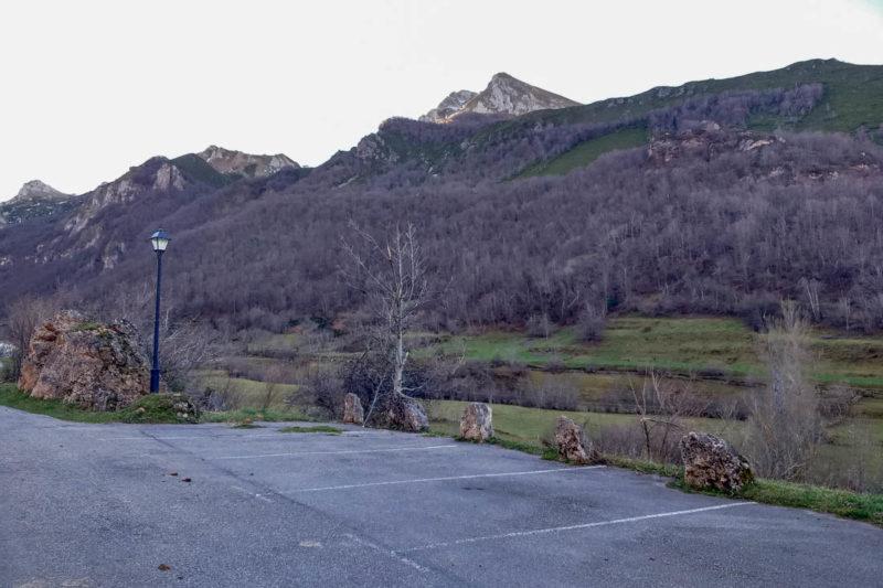 Aparcamiento en Valle del Lago Somiedo.