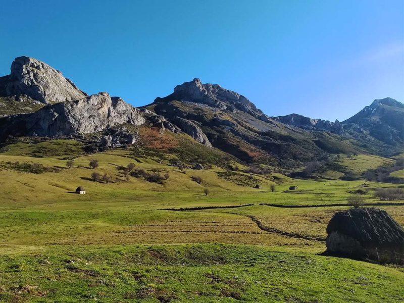 Teitos en el Valle del Lago Somiedo