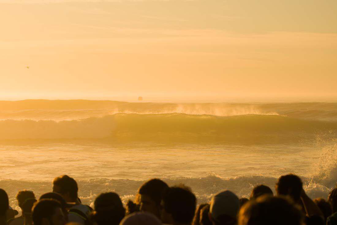Atardecer en el campeonato del mundo de surf en Hossegor
