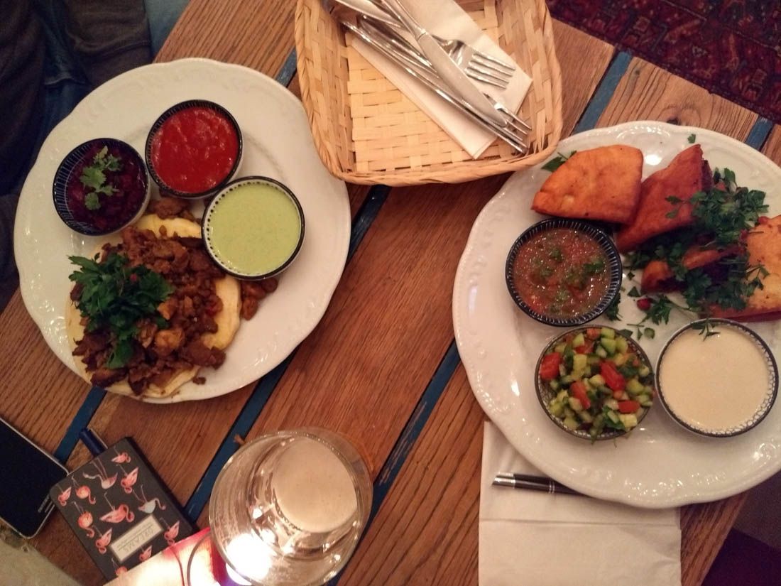 Comida en Mazel Tov