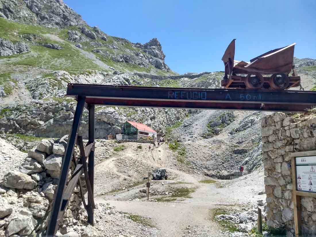 A 50 metros de las minas se encuentra el Refugio de Ándara.