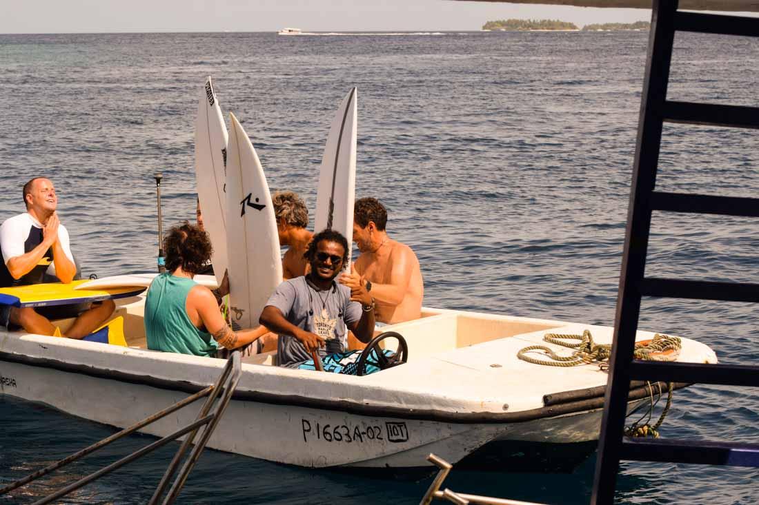 Barca para traslados surf Maldivas