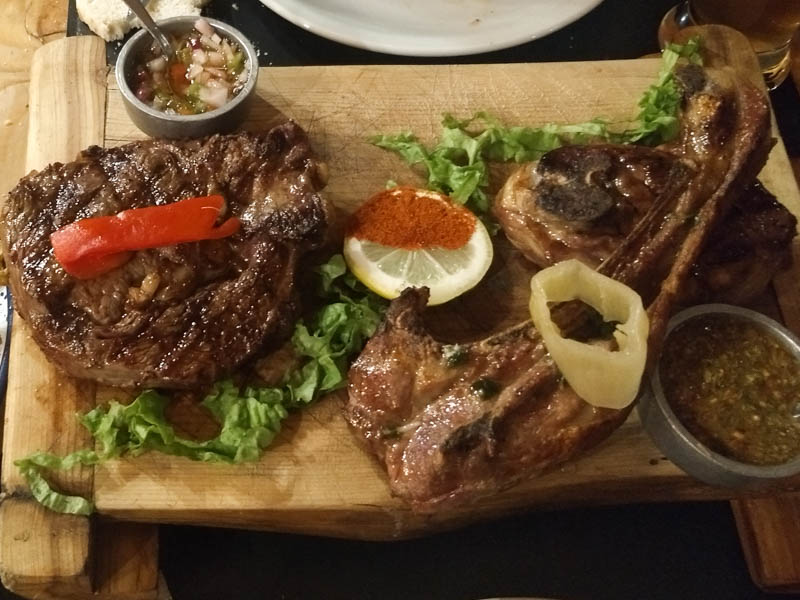 Carne y cordero asado La Oveja Negra El Chalten