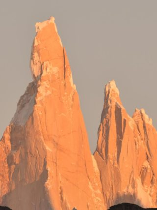 Cerro Torre en Patagonia al amanecer