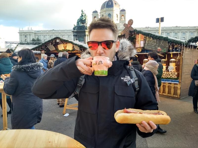 Comida en Mercado navideño Maria-Theresien-Platz Viena