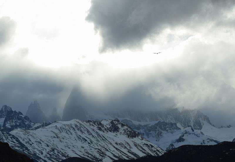 El Fitz Roy entre nubes, macizo de El Chalten