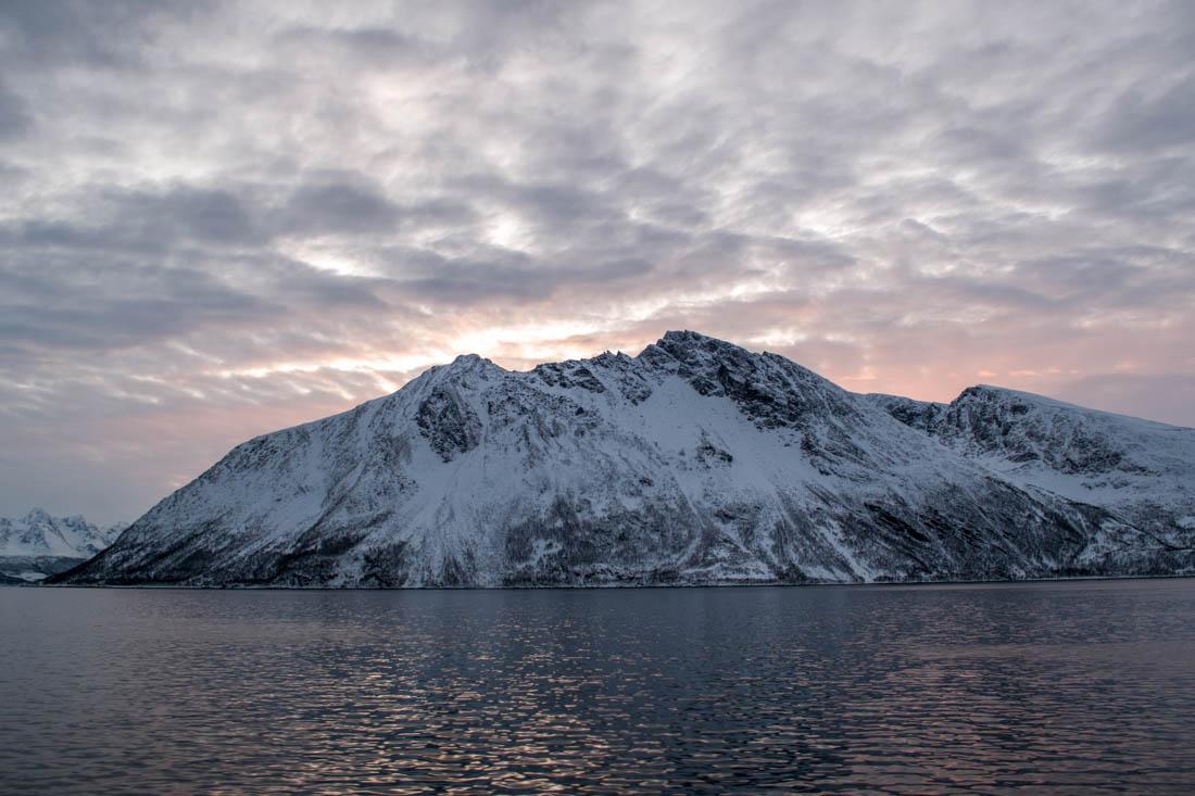 Paisaje fiordos noruegos.