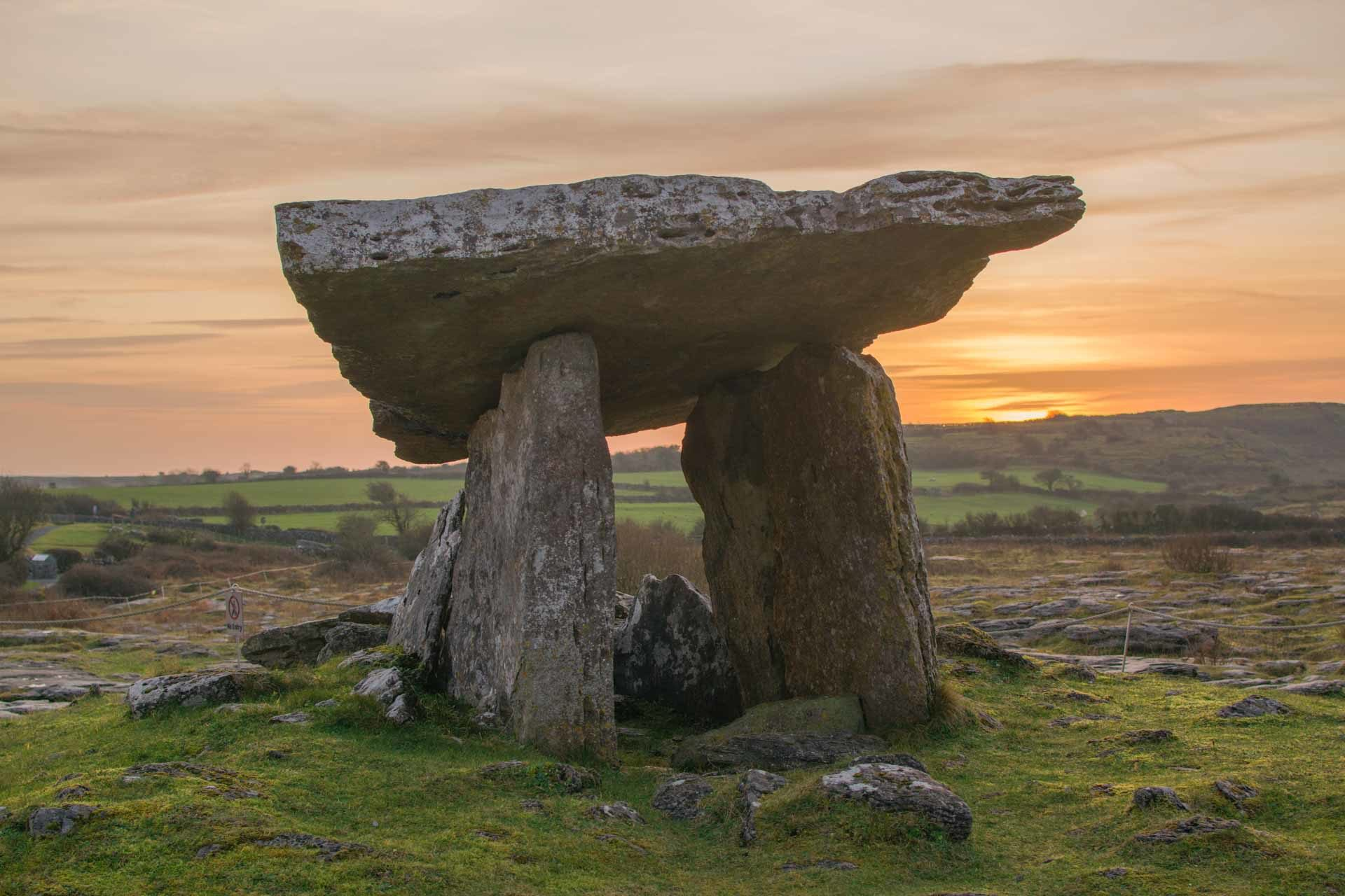 Dolmen Poulnabrone al atardecer, Irlanda