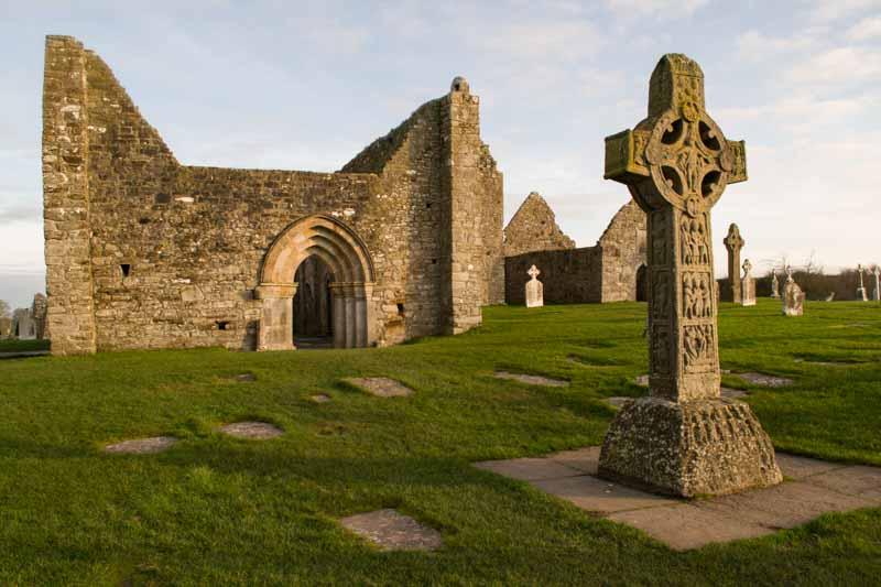 Replica de cruz de las Escrituras en Clonmacnoise