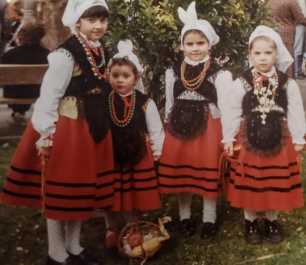 Huevos pintos trajes tradicionales