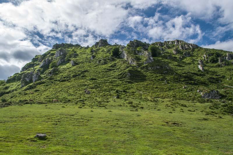 Subida a Peñamayor desde Les Praeres