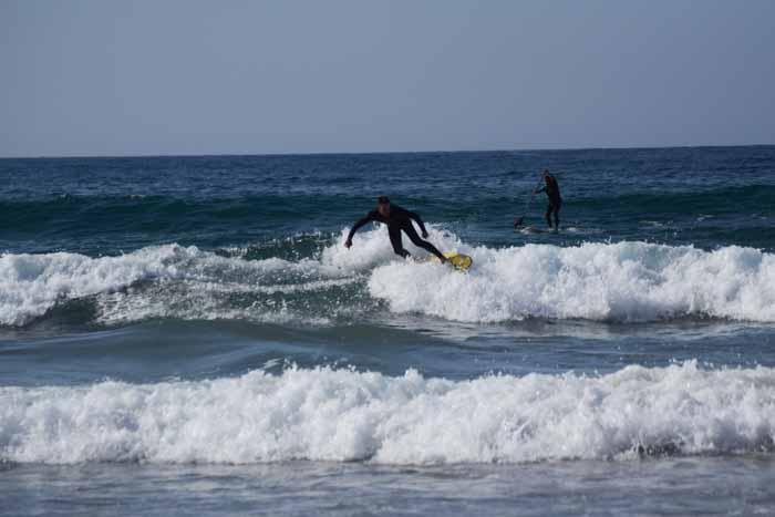 surf en la playa de Zarautz