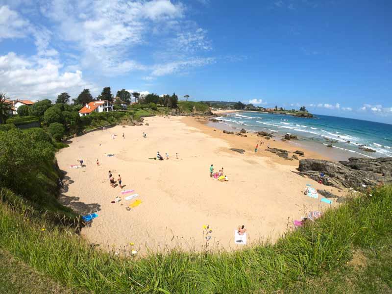 Playa en senda de La Griega al Arenal de Morís