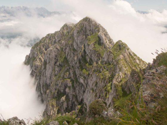 Vistas desde cumbre del Tiatordos parque natural Ponga en Asturias