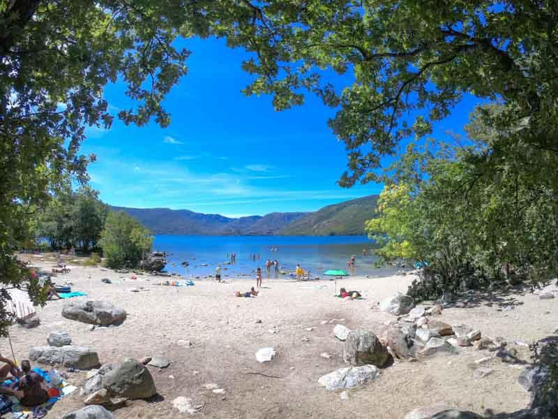 Playa de los Enanos lago de Sanabria en Zamora