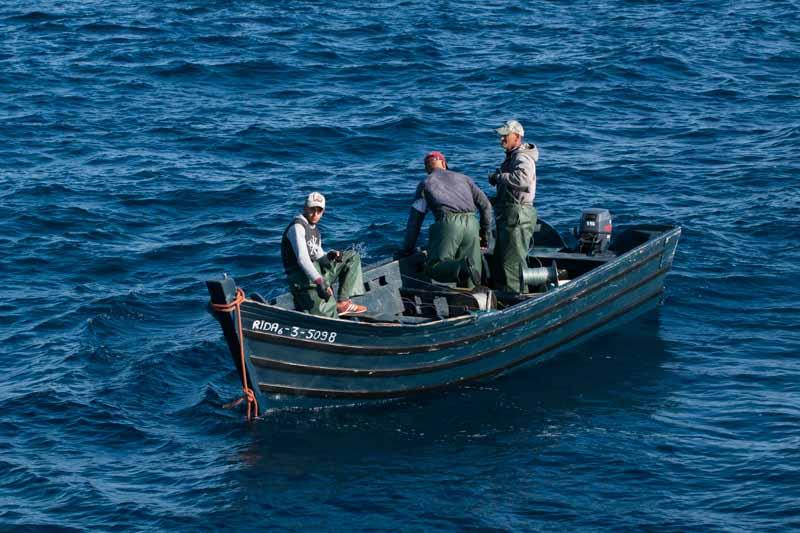 Pescadores tradicionales marroquies en El Estrecho de Gibraltar