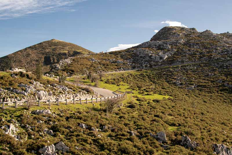 Acceso carretera Lagos de Covadonga