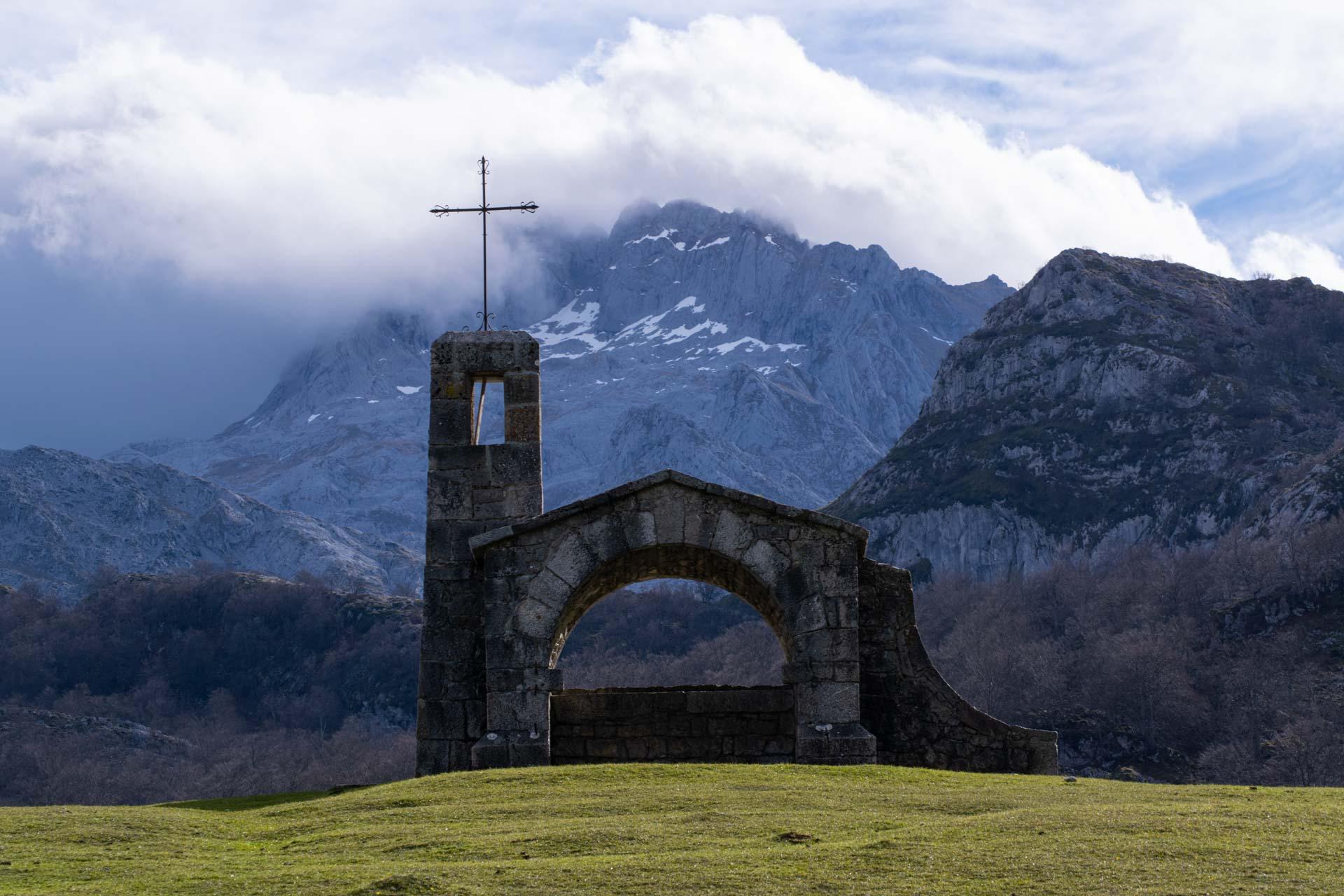Ruta Circular A Los Lagos De Covadonga Cómo Subir Macizo Occidental De Picos De Europa Animales Viajeros