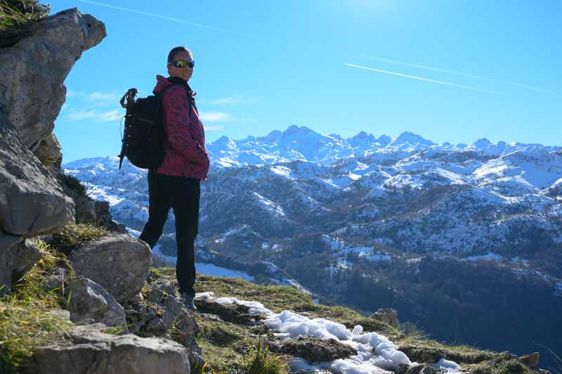Panorámica a los Picos de Europa en la ruta a la Cruz de Priena en Covadonga