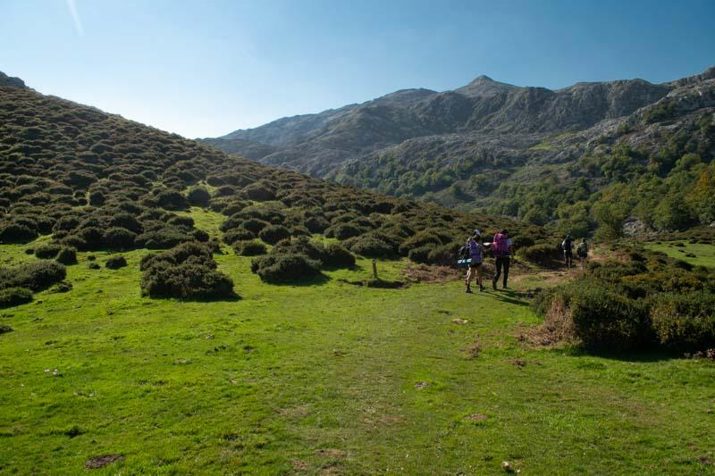 De los Lagos de Covadonga a Vega de Ario