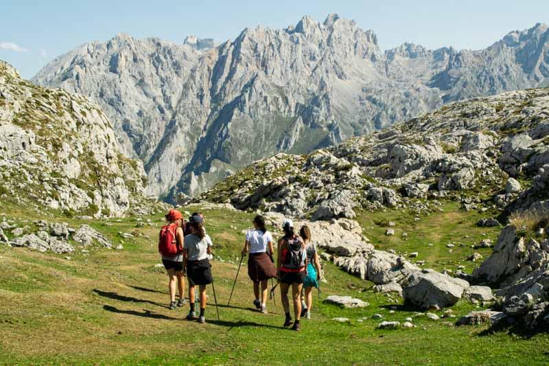 Camino al Jultayu con los Urrieles al fondo, Picos de Europa