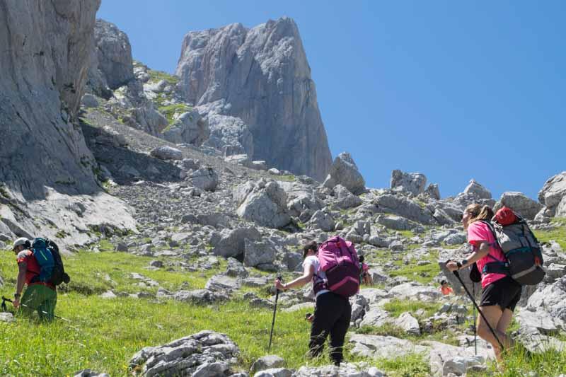Avalancha de rocas camino a Naranjo Bulnes
