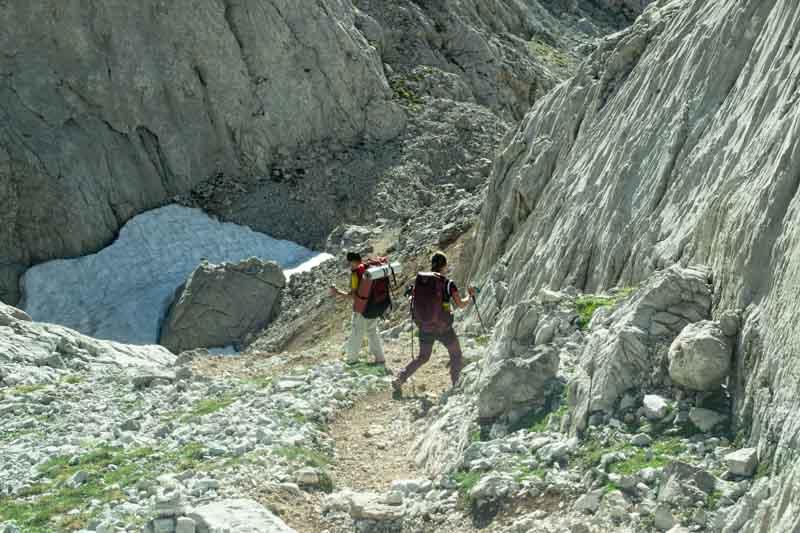 Camino entre Horcada Arenera y Jou Cabrones en Picos de Europa