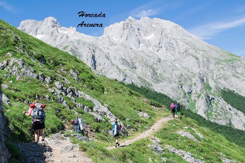Horcada Arenera desde el camino al Naranjo de Bulnes Picos de Europa
