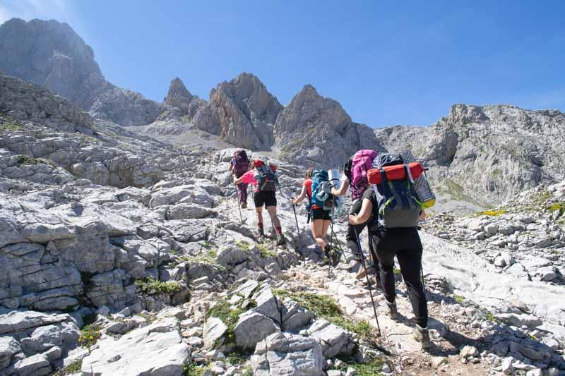 Ruta al Jou Cabrones Asturias, entre Vega de Urriellu y Corona del Raso
