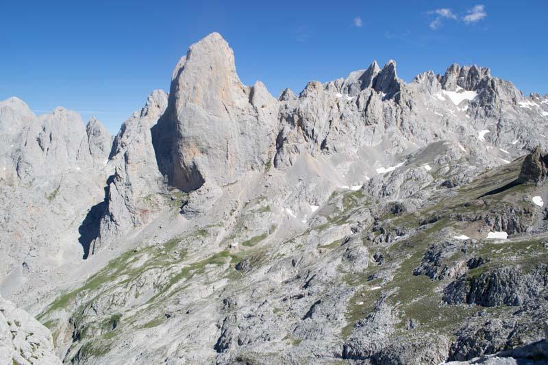 Vista del Urriellu desde la Corona del Raso, Picos de Europa