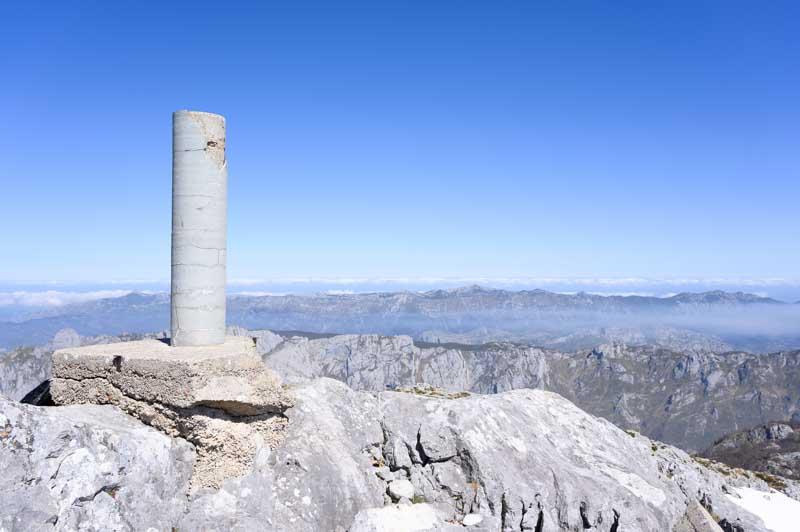 Panorámica hacia el mar desde la cumbre de Peña Maín, Asturias