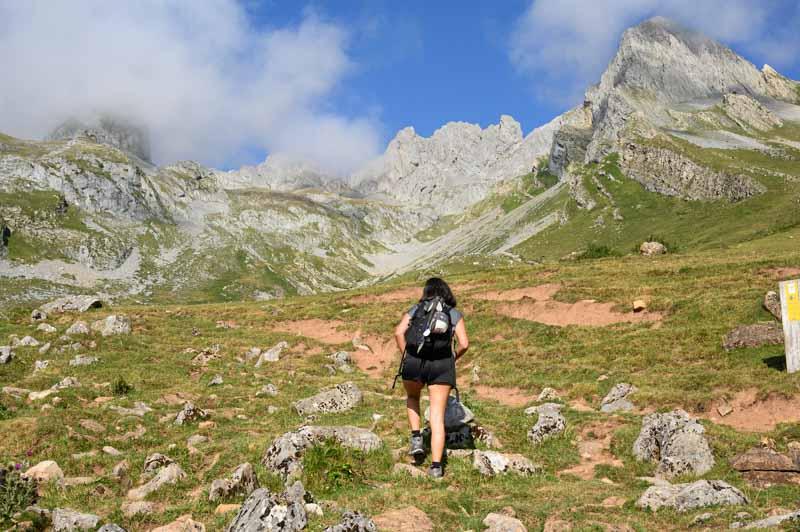 Camino del refugio del Meicín en el parque natural Las Ubiñas - La mesa en Asturias
