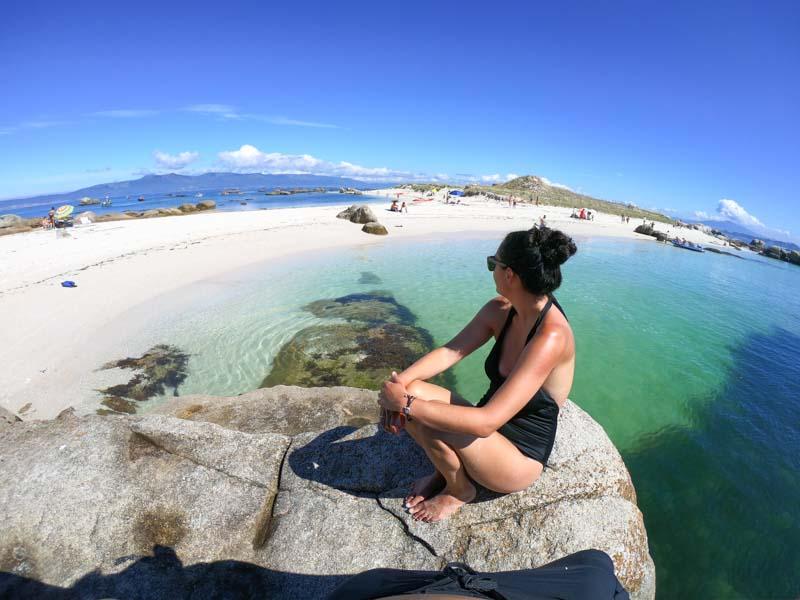 Una de las mejores playas de Galicia, arena blanca en el islote Areoso