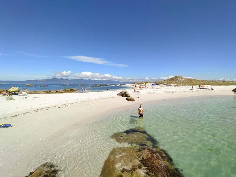 Playa en isla de Guidoiro Areoso, Rias Baixas, Galicia